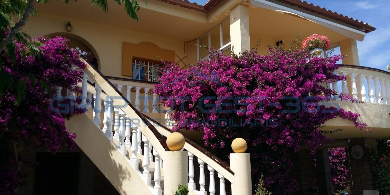 Casa aislada l`escala (1)