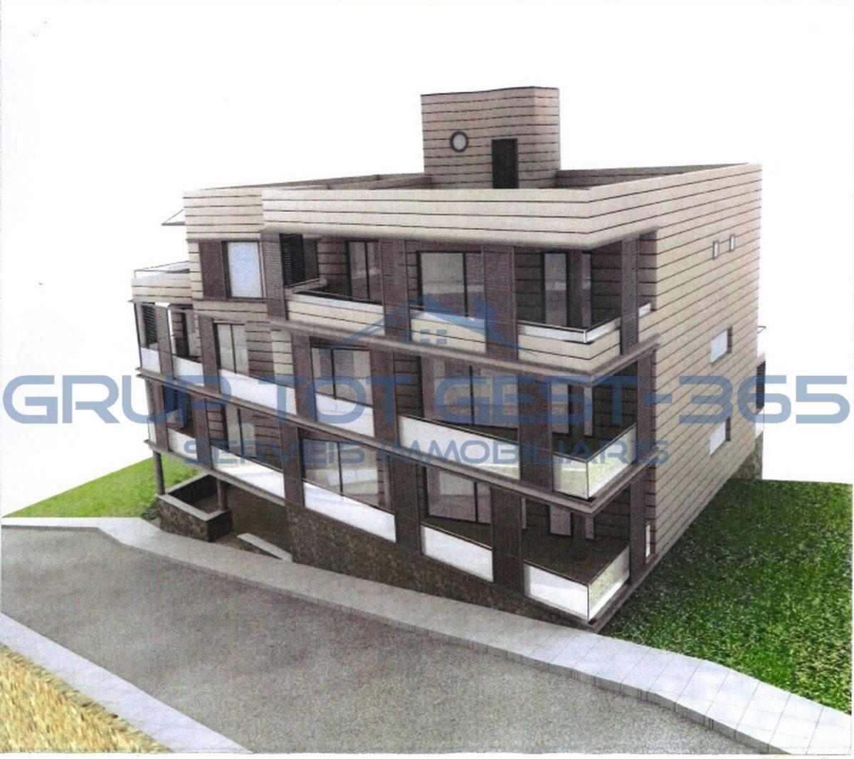 Solar con proyecto de un edificio de 3 planta y una planta del parking en 500 m2 del mar