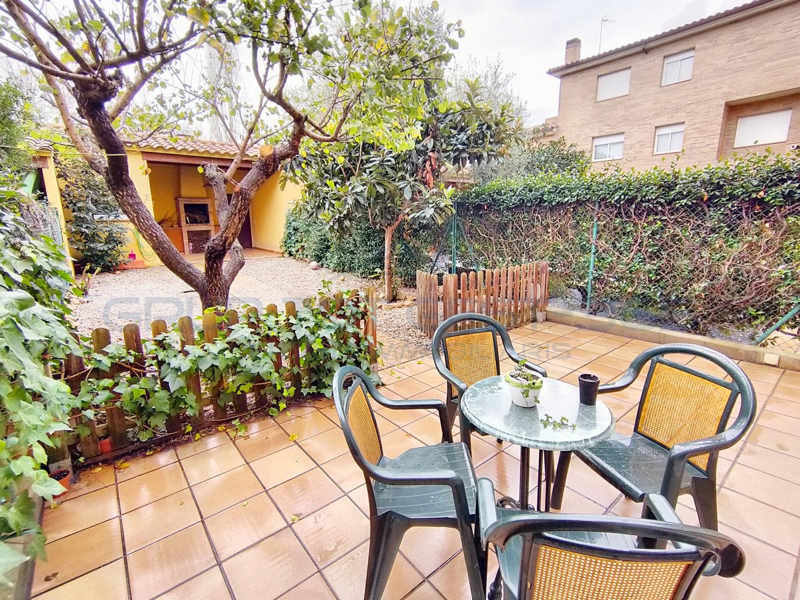Casa adosada con jardin en LLagostera